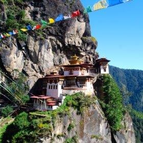 Tigerns Näste, byggt på en hög klipphylla på resa till Bhutan