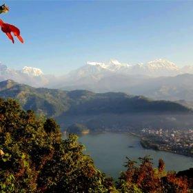 Forspaddlingsresa Nepal, vy av Annapurnabergen och Pokhara