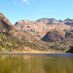 en sjö på vandring i Bhutan