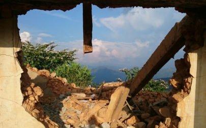 Raserad byggnad efter jordbävningen
