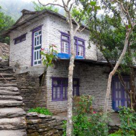 Vandring i Nepal, ett stenhus