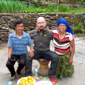 Vandring i Nepal, gäst med nepalesisk familj