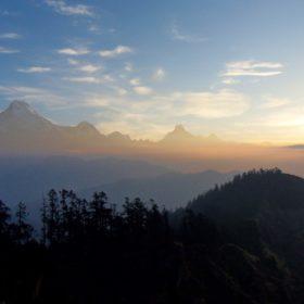 Vandring i Nepal, vackra bergsvyer i Nepal