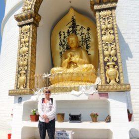 Vandring i Nepal, Annso-fi vid en buddhastaty i Pokhara