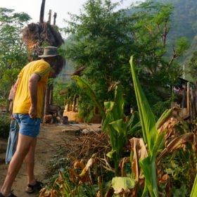 Paddlingskurs Nepal. Besök i en by