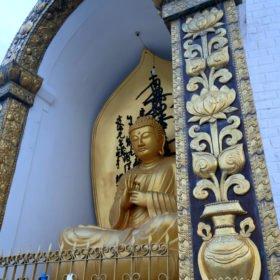 Paddlingskurs Nepal. Buddha vid World Peace Pagoda.