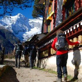 Ett av flera kloster vi vandrar förbi