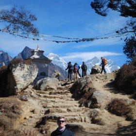 En grupp får sin första vy av Mt Everest.