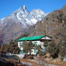 Ett av tehusen vi bor i på väg till Everest Base Camp