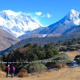 Vy av Everest och Ama Dablam från Tyangboche