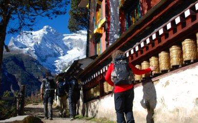 Ett av många tempel vi passerar på väg till Everest Base Camp