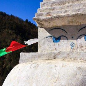 Buddhas allseende ögon på väg till Everest Base Camp