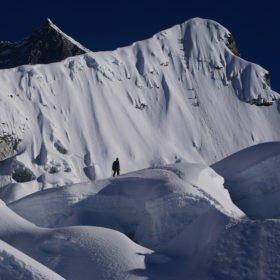 Island Peak. Klättring på väg mot toppen.