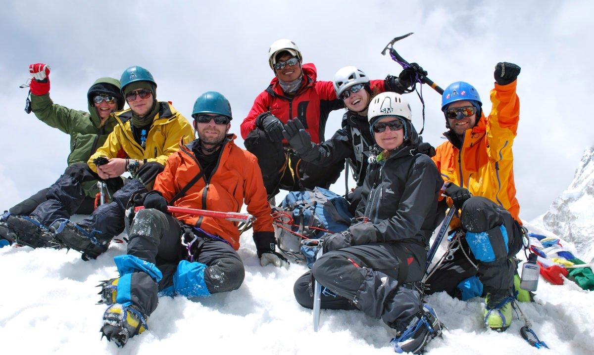 grupp på toppen av Island Peak