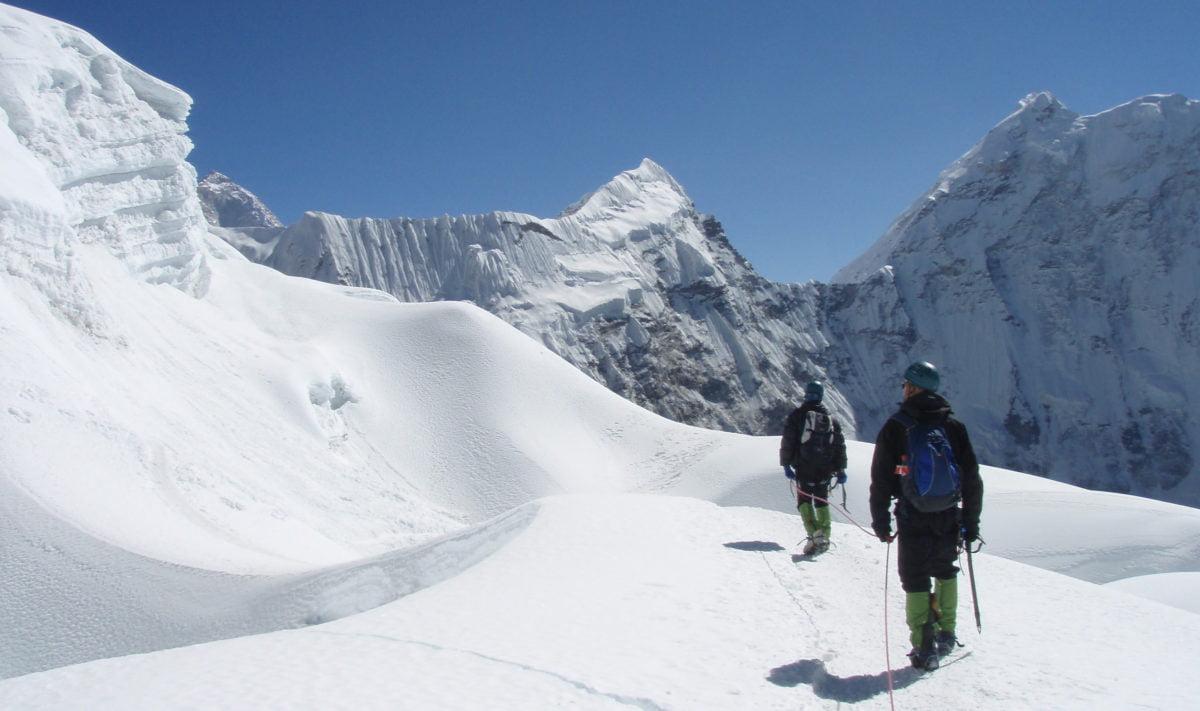 klättrare på väg upp på Island Peak
