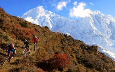 MTB Nepal, cyklare på MTB-resa och vackra berg