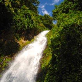 Resa Tibet och Nepal, ett vattenfall i Nepal