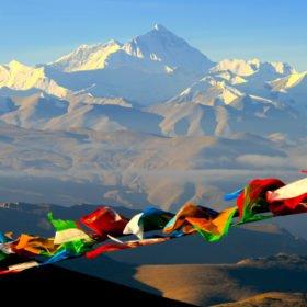 Resa Tibet & Nepal, Mt Everest och färgglada böneflaggor