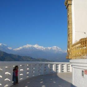 Rundresa-Nepal. World Peace Pagoda och Annapurnabergen.