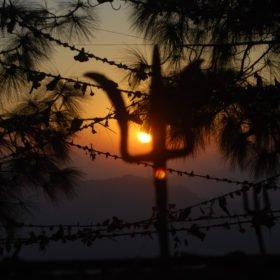 Rundresa Nepal. Solnedgång vid ett hinduskt tempel