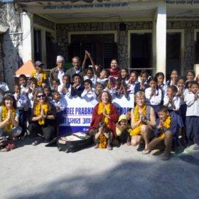 Rundresa Nepal. Barn på en skola.