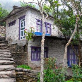 Vandringsresa Nepal, ett stenhus.