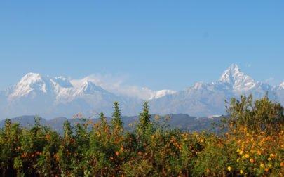Vandringsresa Nepal. Vy av Annapurnabergen från Pokhara.