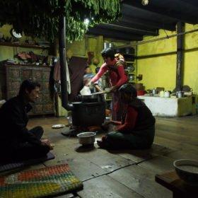 Bhutanresa, besök i ett bhutanesiskt hem