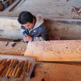 Bhutanresa, träsnidare