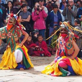 Bhutanresa, dansare med masker