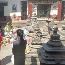 I ett tempel i Katmandu