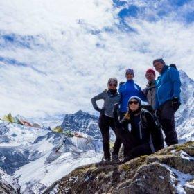 Ida Bäckström Nepal, gruppbild med vackra berg