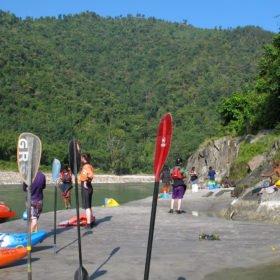 Sun Koshi, forspaddlingsresa, strand och kajaker