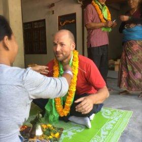 Vandra i Nepal, Micke får tika