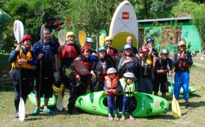 Vandra och paddla i Nepal, gruppbild på Rafting Star Camp