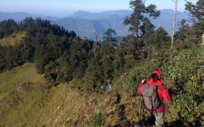 Karin på vandring i bergen