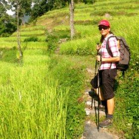 Återresa Nepal, Karin på vandring bland risterrasser