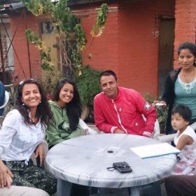 Återresa till Nepal. Karin med man, släkt och nya vänner