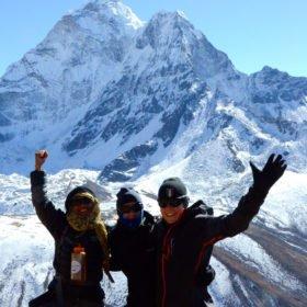 Everest Basecamp, glatt gäng med Nuptse i bakgrunden