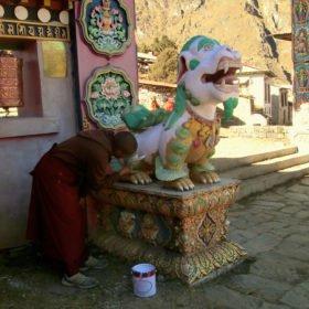 Gruppresa Everest, en munk vid Tyangboche-klostret