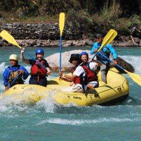 vandringsresa Bhutan, white water rafting