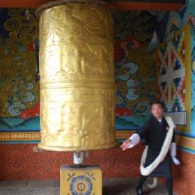 Bhutanresa, guide och bönesnurra