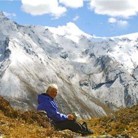 Bhutanresa, Anita med vackra snötäckta berg