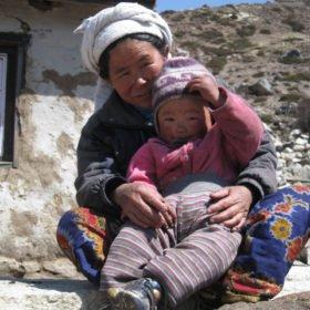 EBC Nepal, Sherpakvinna med barn