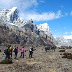 Grupp på väg mot Everest Basecamp