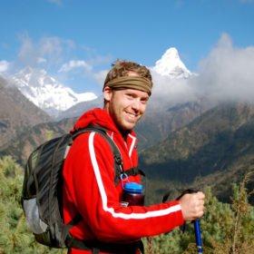 glad vandrare som varit vid Everest Basecamp