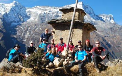 grupp på väg till Everest Basecamp