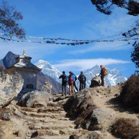 Första vyerna av Mt Everest 8850 m, snart vid Everest Basecamp