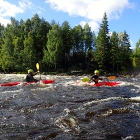 paddlare på kurs i forspaddling