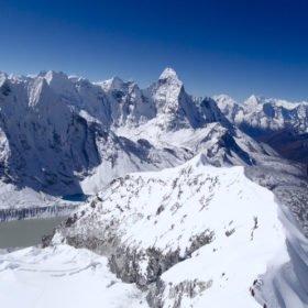 vy från toppen av Island Peak, drömäventyr
